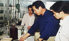 追随市场经济体制推进的步伐,公司改组更名为浙江凯恩商标织带有限公司。